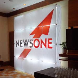"Светящийся стенд ""NewsOne"" (GS Pop-up)"